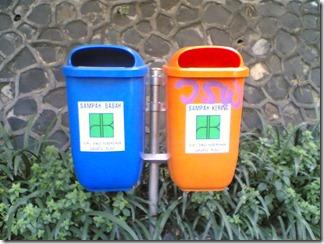 Tempat sampah di Jl. Gatot Subroto Jakarta